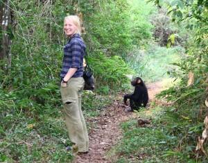 Anne Marijke en een chimpansee